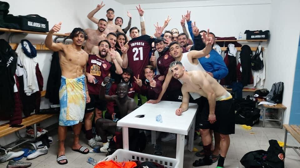 Real Aversa, selfie vittoria con il Portici